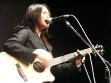 """人気シンガーソングライターの""""魂""""をぶつけて3曲を熱唱したYUI"""