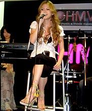 HMV新宿店でインストアライブを行った小柳ゆき