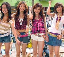 新曲ライブを行ったHINOIチーム