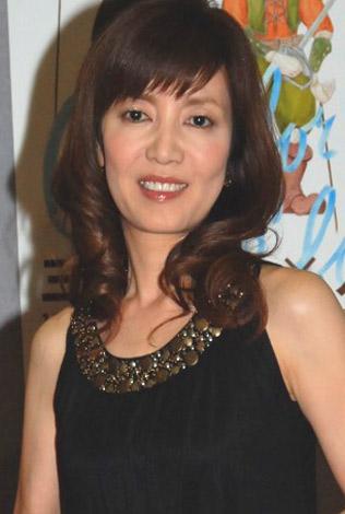 巻き髪の戸田恵子
